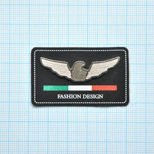 бирка на шапку с логотипом производителя